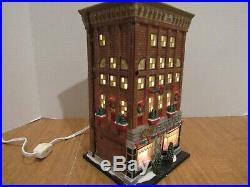 Dept 56 2007 Ferrara Bakery & Cafe #56.59272 Mint Condition Lighted Interior