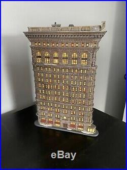 Dept 56 Christmas In The City Flatiron Building Mint cond- No Original Box