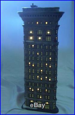 Dept 56 Christmas in the City Series Flatiron Building Item 59260