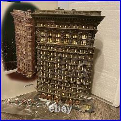 FLATIRON BUILDING porcelain statue Christmas In The CiTy DEPT 56
